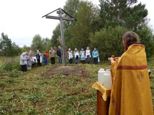 Прошел крестный ход до деревни Русский Вожой
