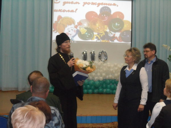 Священник поздравил педагогический коллектив Ягульской школы с юбилеем